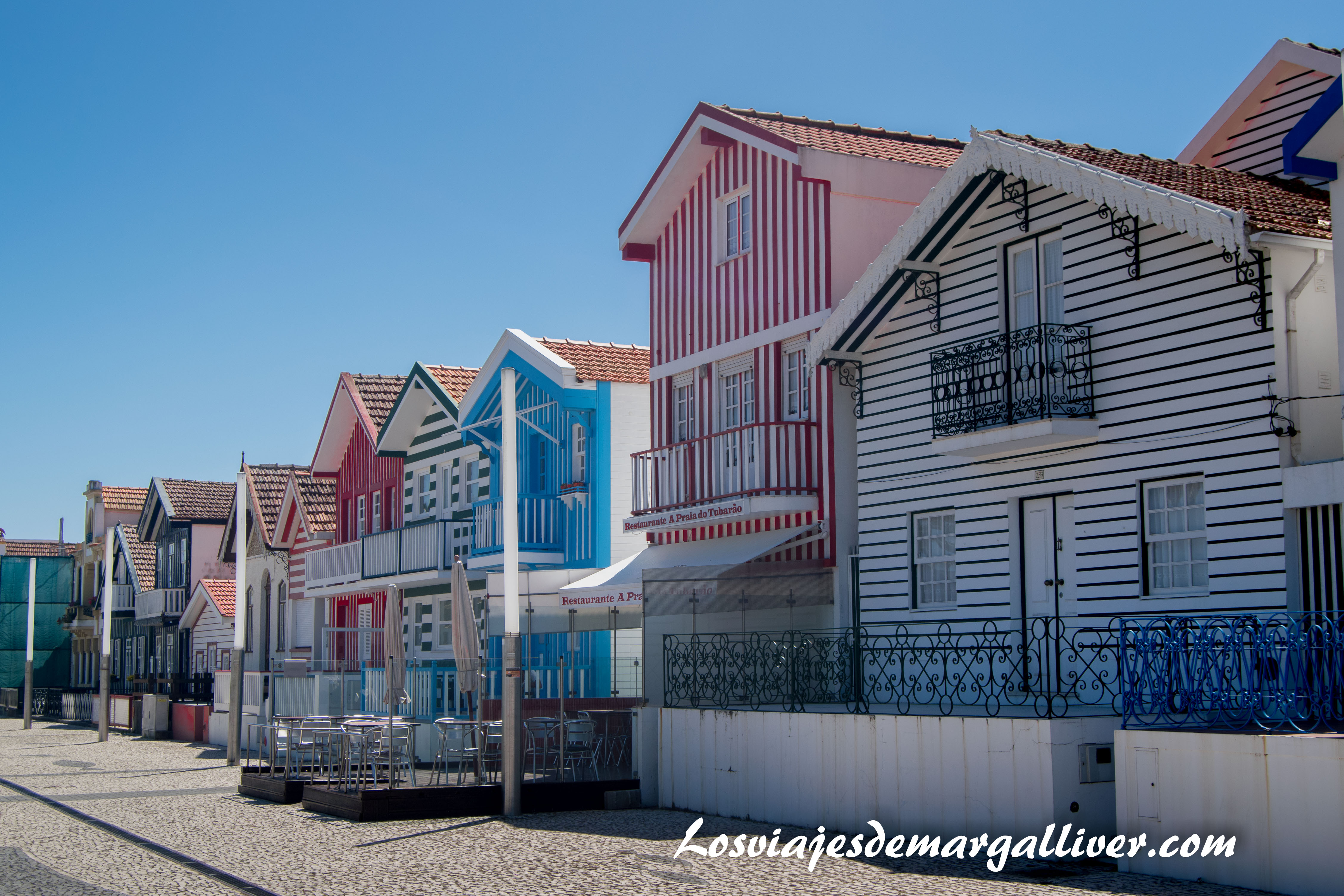 Casitas de colores en Costa Nova - Los viajes de Margalliver